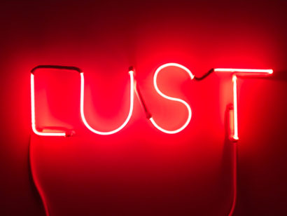 INDIRA-CESARINE_LUST-Fire-Red_NEON-LIGHT-SCULPTURE_2018.jpg