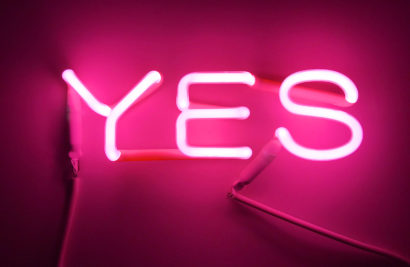 INDIRA-CESARINE_YES-pink_NEON-LIGHT-SCULPTURE_2018-lr.jpg