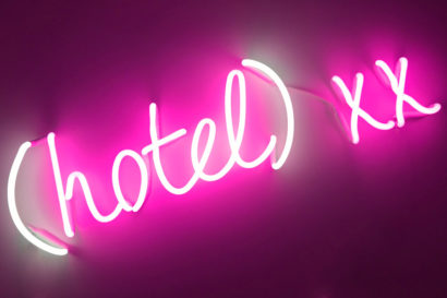 INDIRA-CESARINE_hotel-xx_NEON-LIGHT-SCULPTURE_2018_The-Untitled-Space-SPRINGBREAK-ART-SHOW.jpg