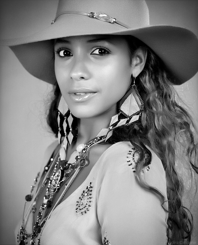 Dania-Ramirez-Photography-by-Indira-Cesarine012.jpg