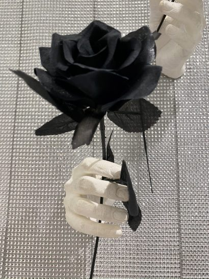 Indira-Cesarine-The-Labyrinth-Les-Mains-Blanches-Hand-Sculptures-in-Resin-with-black-Flowers-2.jpeg
