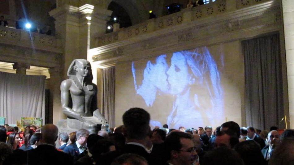 The-Kiss-by-Indira-Cesarine-Metropolitan-Museum-of-Art-950x534.jpg