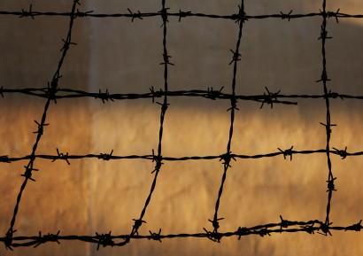 Khmer-Rouge-Tuol-Sleng-Barbed-Wire1-Indira-Cesarine.jpg