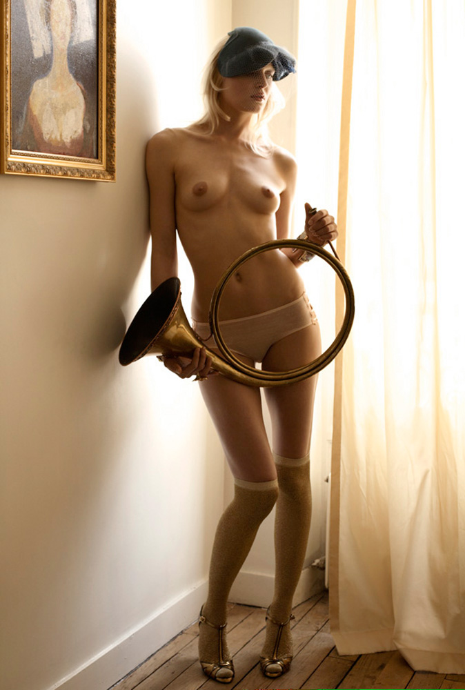 Indira-Cesarine-Renaissance-Girl-2007-Limited-Edition-Photography-Series-005.jpg