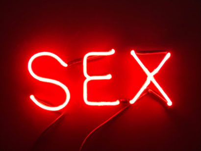 INDIRA-CESARINE_SEX-Fire-Red_NEON-LIGHT-SCULPTURE_2018-lr.jpg