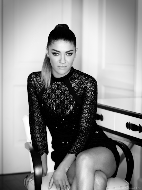 Jessica-Szohr-Photography-by-Indira-Cesarine-004.jpg