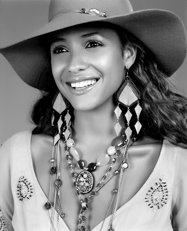 Dania-Ramirez-Photography-by-Indira-Cesarine004.jpg