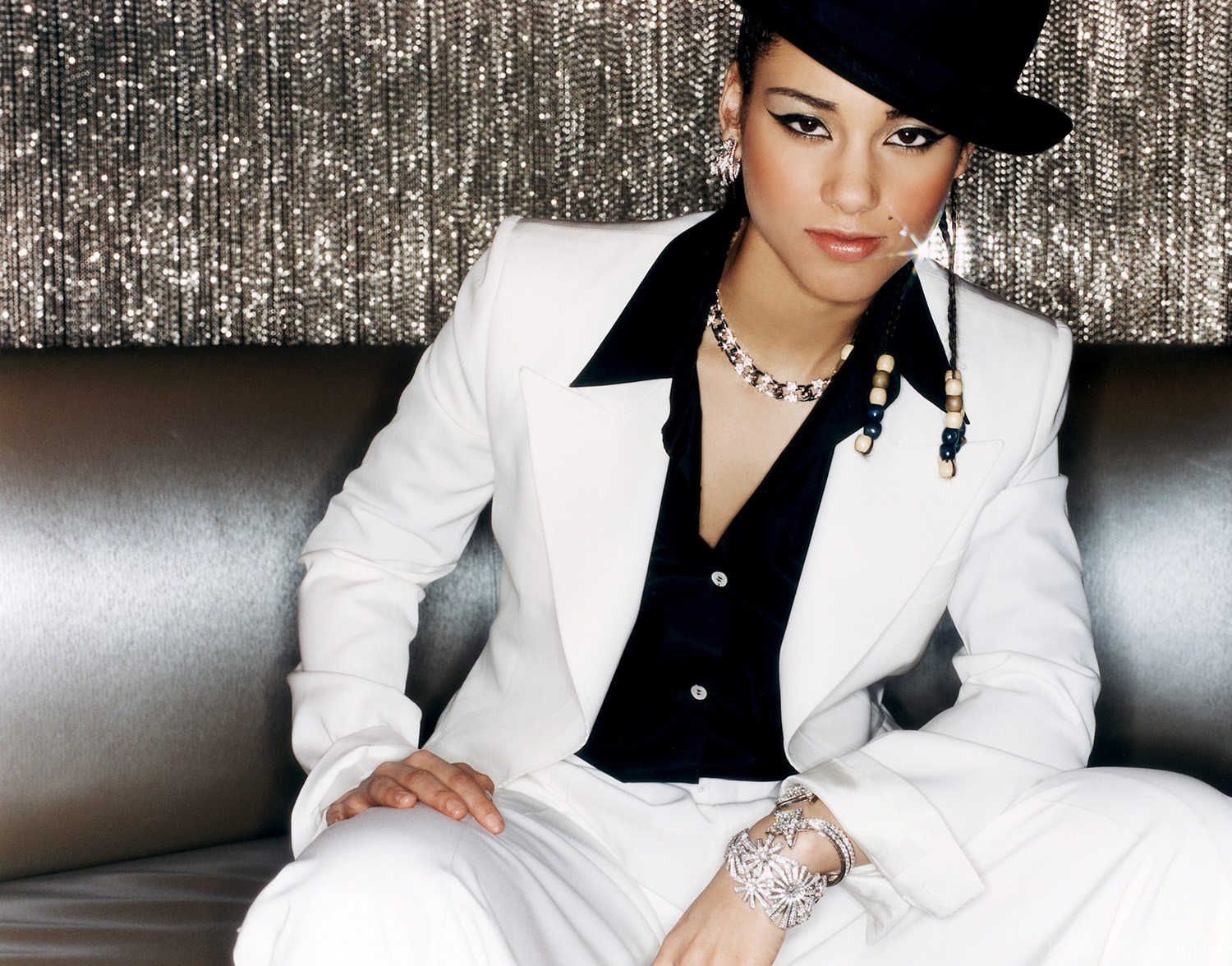 ALICIA-KEYS-Photography-by-Indira-Cesarine-002.jpg