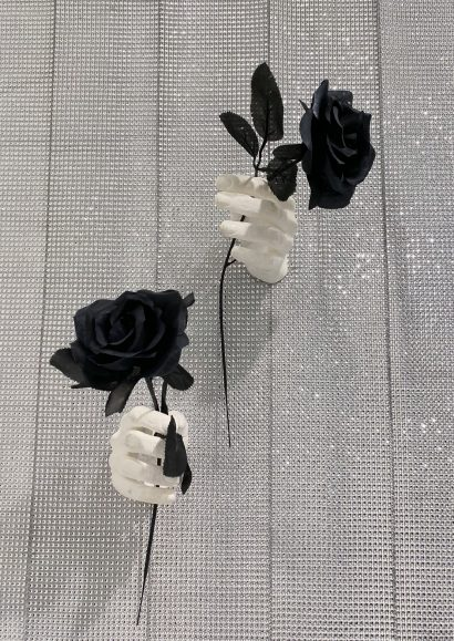 Indira-Cesarine-The-Labyrinth-Les-Mains-Blanches-Hand-Sculptures-in-Resin-with-black-Flowers.jpeg